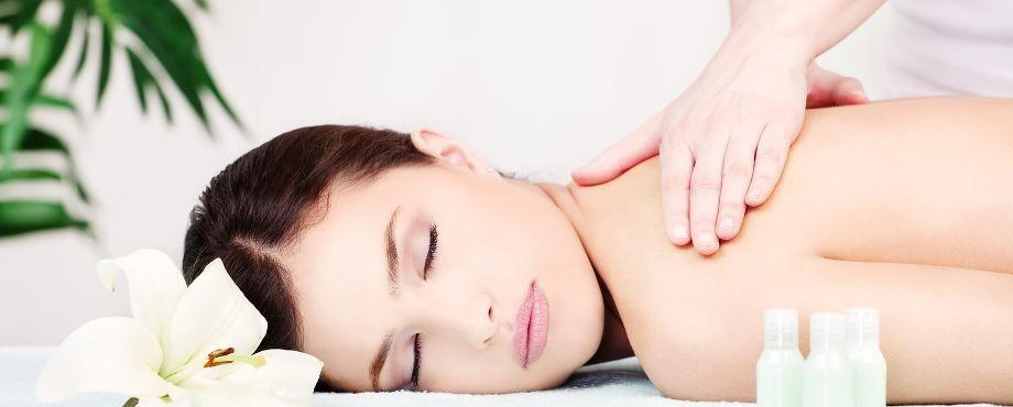 Massagetherapie Grundausbildung bei der Medical Fitness Academy